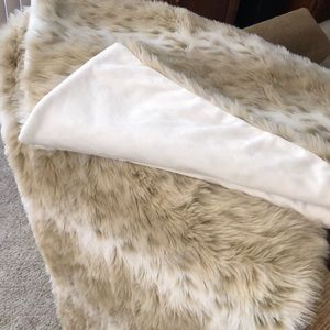 Like NEW! Blanket Size: 4' x 5'